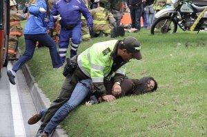 POLICIA ATACA REPORTERA 241012