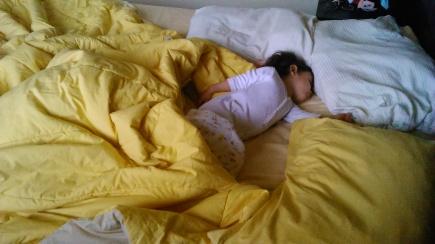 En la mañana, cupando toda mi cama